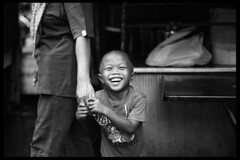 Smile-Pudu, KL (Paul Swee) Tags: children streetphotography ilfordxp2 malaysian asiankid  pudu blackwhitephotos summicronm50 leicasummicronm50mmf2 paulswee leicasummicron50mmf20v leicammount pudumarket  cny2009 2009febroll8