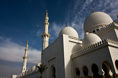 UAE  -  Abu Dhabi  -  Sheikh Zayed Mosque (AlainBadoual) Tags: architecture al highresolution united uae mosque bin arabic hires emirates zayed arab mezquita sultan arabian abu dhabi emir emirate sheikh asch masjid unis ibn  arabesque  mosque grandmosque   unidos nahyan zayid dabi moschee vereinigten rabes    arabes a sheikhzayedbinsultanalnahyan abou emiratos arabischen emirats sultn fullhd nahayan mirats halcrow masdschid  schaich  masid ai zyid