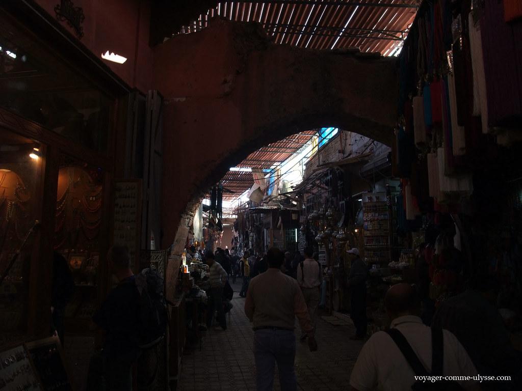 Malgré le soleil de plomb, il peut faire très frais dans le souk, grâce à la pénombre des claies