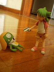 Que le ha pasado a mi helado?!! ¬¬ (Lnovell7) Tags: anime macro toy toys actionfigure gun manga angry figure pistola keroro yotsuba revoltech jfigure