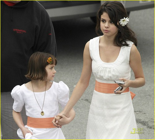 selena-gomez-white-dress-04