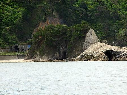 眼鏡岩と潮吹き岩~笹川流れ