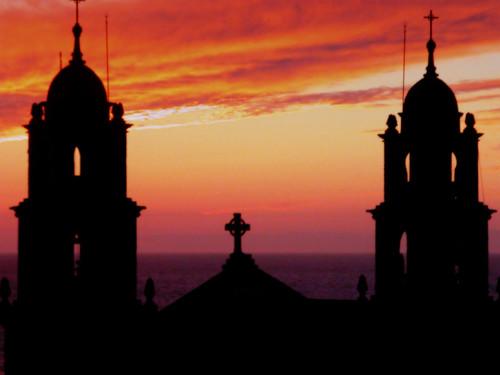 Santuario de Muxía al atardecer. Muxía sanctuary at sunset.