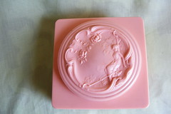 Pink Powder Box (House of Kitsch) Tags: kitsch retro saveourplanet vintagetreasures coolcollectibles buyvintage dollymaeshouseofkitsch rescuedfromthelandfill