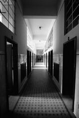 Hunted (Shigow) Tags: glass hall high nikon mine do minas gerais place dynamic corridor victor stained mg tokina springs range spa decoração hdr corredor boiling araxá watering thermae adornment termas vitral passageway barreiro d300 salão 1116 shigueru shigow