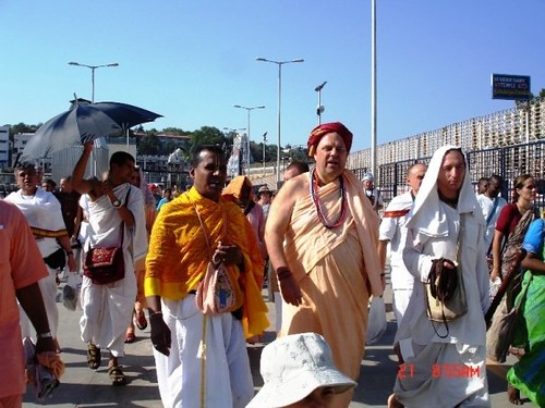 H H Jayapataka Swami in Tirupati 2006 - 0003 por ISKCON desire  tree.