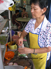 Penang assam laksa vendor making laksa to go - Kek Seng (bruleeblog) Tags: food fish soup mackerel mint georgetown pineapple malaysia takeout noodles noodle onion takeaway togo penang chilli lemongrass laksa tamarind galangal hawkerstall prawnpaste haeko penangassamlaksa bruleeblogwordpresscom keksengkopitiam gingerflowerbuds