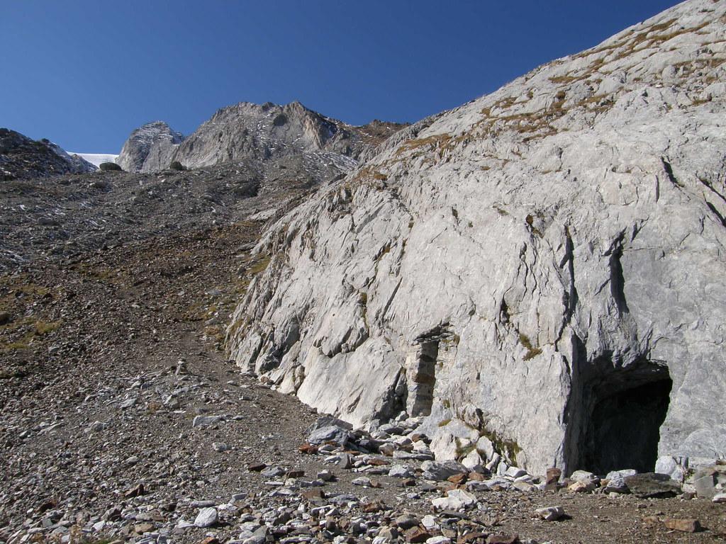20081025(021) Primeras cuevas (las de Bellevue) a 2.400 mts
