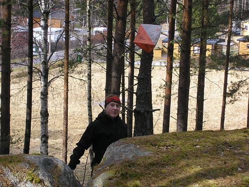 Anna tittar gladeligen fram bakom höjden :)