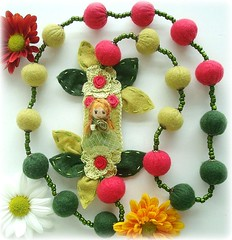 Menina do Outono (Lidia Luz) Tags: necklace beads handmade crochet felt feltro colar crochê lidialuz