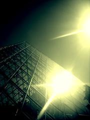 Pyramid (M__a__r__t__a) Tags: light paris louvre magic cielo luci gitascolastica