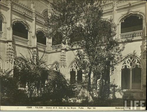 Claustro del monasterio de San Juan de Los Reyes  de Toledo a principios del siglo XX. Archivo de la revista Life (1)
