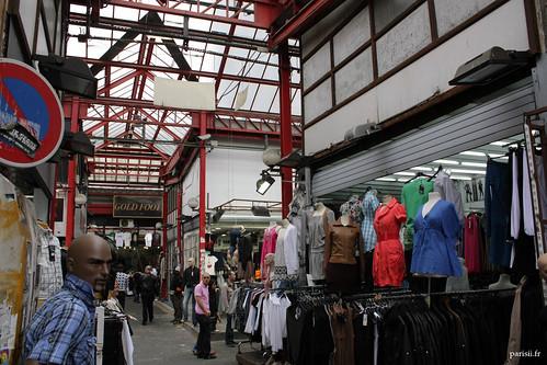Le marché Malik est un authentique supermarché du streetwear, frequenté par des jeunes