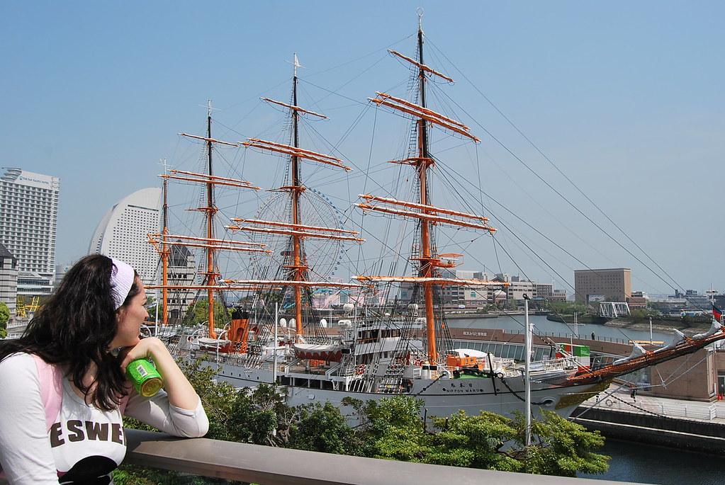 Vero mirando el Nippon Maru