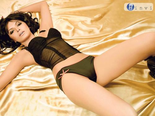 Sherlyn Mona Chopra in black bikini