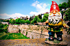 Benjamin David travelling_2 (Lost in a Secret Garden) Tags: travelling town high gnome italia dwarf amelie alta bergamo città poulain