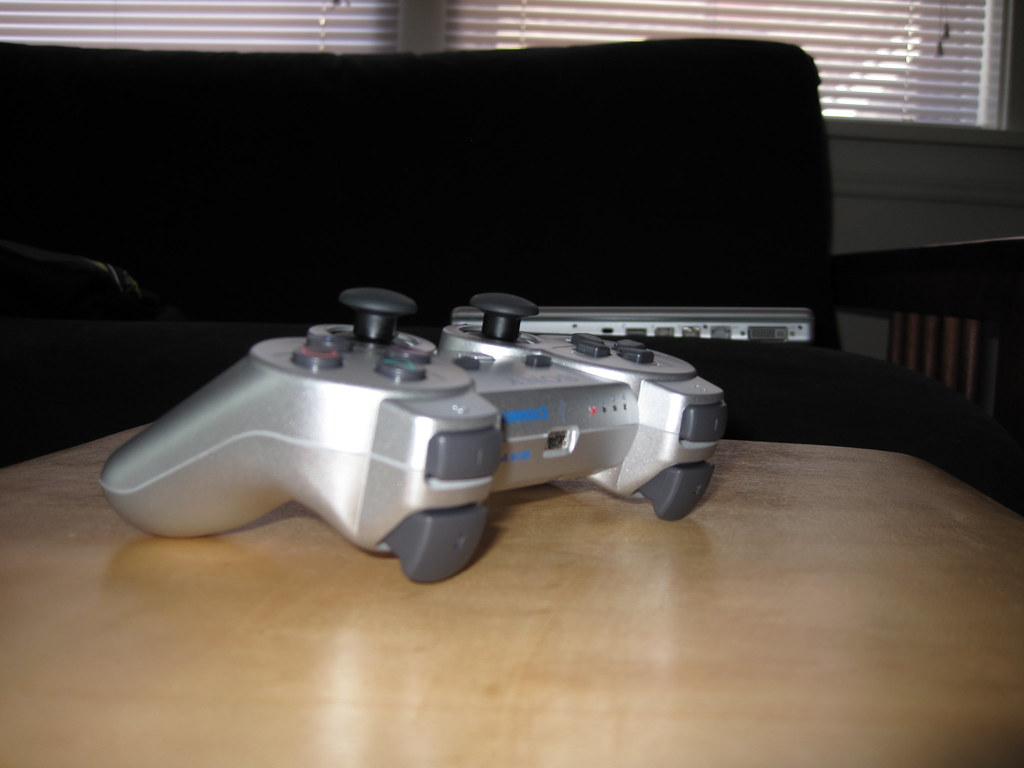 Satin Silver Dual Shock 3 (opposite)