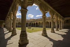 Patio de Escuelas Menores (Lawrence OP) Tags: shadow university patio escuelas cloister salamanca menores