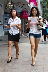 Siam Square (GB-in-TH) Tags: woman thailand student uniform asia bangkok candid siam th siamsquare pathumwan krungthep