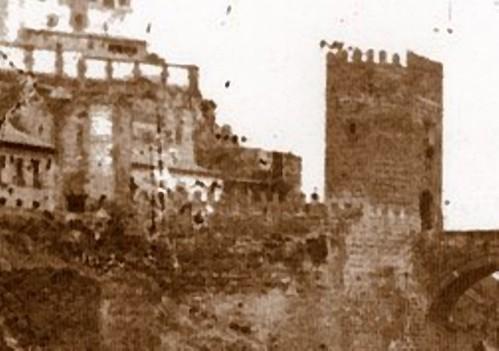 Fachada posterior de la demolida Puerta de San Ildefonso