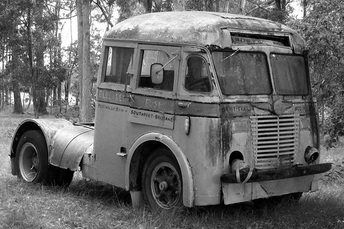 Glacier national park jammer bus | Google wants to be Apple again. Here's the problem