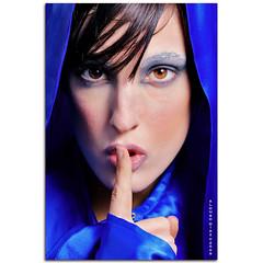 Sshhh (alonsodr) Tags: portrait umbrella retrato sony flash alpha alonso a900 alonsodr strobist abigfave superaplus aplusphoto alonsodaz goldstaraward sonyg70300mm raqueldesola