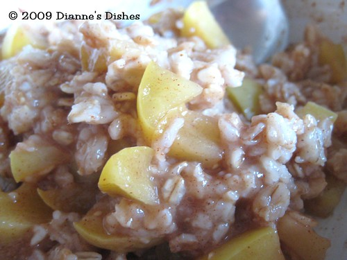 Better Bites: Breakfast Week: Do It Yourself Apple Cinnamon Oatmeal
