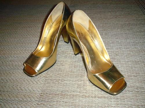 peep toe dourado andreia extra por você.