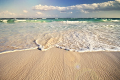 surf (richietown) Tags: ocean cloud seascape beach topf25 water topv111 canon mexico sand topv333 surf waves rivieramaya 30d cs3 sigma1020mm richietown alcielo