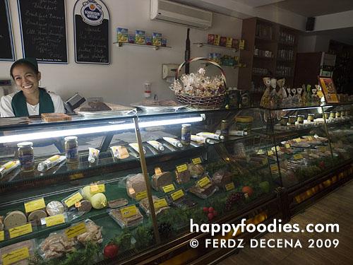 Donau Gourmet Deli Shelves