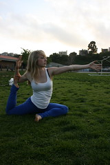 IMG_2655 (dL-chang) Tags: grass yoga peace alignment