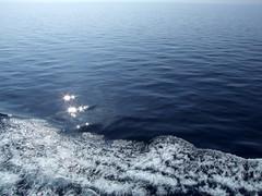 sul mare luccica ... stars on the water (Anna Zucconi) Tags: stella sea reflection stars meer mediterraneo mare corse corsica stern riflesso waterstars kartpostal azzurromare