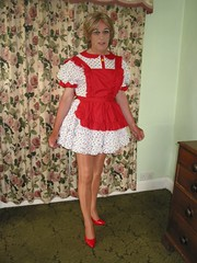 06-07-09 011 (Saralegs) Tags: feminine bib apron sissy maids pinafore pinny frilly tablier domesticated frills kittel mucama schort malemaid meninaprons schortje wraparoundapron bibbedapron sissymaidsapron