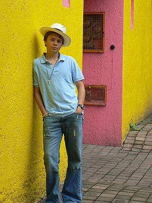 paul à Coyoacan, Panama sur la tête.jpg