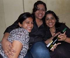 Gifts go around (Ritesh Kapur) Tags: me july neha mumbai deepa 2009 ipsita sherepunjab july252009 khoobaishki