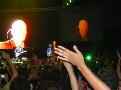 Show - R.E.M. - HSBC Arena - Rio de Janeiro - Brasil (Macelo) Tags: show brazil brasil riodejaneiro night tour cidademaravilhosa mikemills 2008 barra rem novembro hsbc michaelstipe peterbuck accelerate riodejanerio hsbcarena riodejaneiro2008