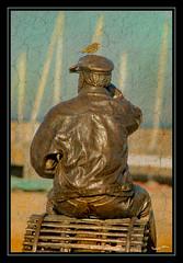 PECHEUR3Flickr (nathalie56☆) Tags: bird statue d50 google nikon harbour bretagne morbihan oiseau googleimages presquiledequiberon porthaliguen bej virusphoto clickcamera pixellistes nathalieribière nathalie56