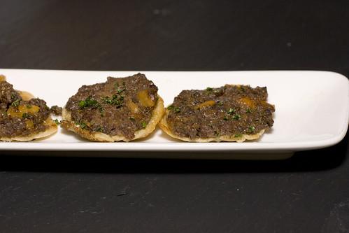 Ilili - Ateyef Lahmajeem(烤饼配五香羊肉和腊肠)