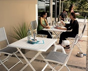 blindfold dining table