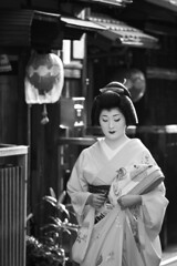(tommassi) Tags: street bw monochrome night is blackwhite kyoto day traditional maiko geisha  l  kimono gion nightview usm f4 streetview  70200mm dayview    canon50d