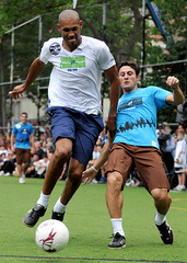 Grant Hill playing against Javier Zanetti (noamgalai) Tags: charity nyc ny basketball sport photo chinatown soccer picture photograph showdown   stevenash granthill  noamg javierzanetti noamgalai   sitesports