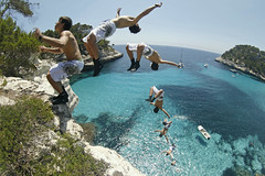 (Ulldepeix) Tags: cliff beach crazy jump loco diving bots menorca cala acantilado platja mortal salts mitjana saltos sequencia basili sequenci