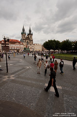 Staromestske namesti (VoLGio) Tags: republica plaza old church canon square eos republic czech prague vieja iglesia praha praga czechrepublic oldtownsquare tyn 1022 ceskarepublika checa republika republicacheca ceska namesti churchofourladybeforetyn starometske plazadelaciudadvieja tnskchrm starometskenamesti 40d iglesiadenuestraseoradetyn