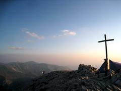 IMG_8155 (alessandratarquini) Tags: skyline montagne strada nuvole alba marche umbria croce appennino norcia salita castelluccio vetta vettore cammino discesa