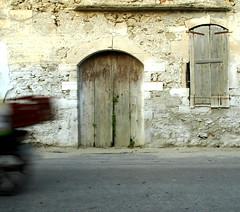 The Closed Door (glazzeye) Tags: door moving kreta crete tp closeddoor inmovimento granfoto estremità ringexcellence