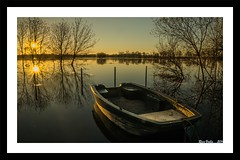 Barque au Crépuscule!! (RV1902) Tags: boat bretagne bateaux rivière crépuscule reflets barque bzh mygearandme mygearandmepremium mygearandmebronze mygearandmesilver acheneau ricovalo