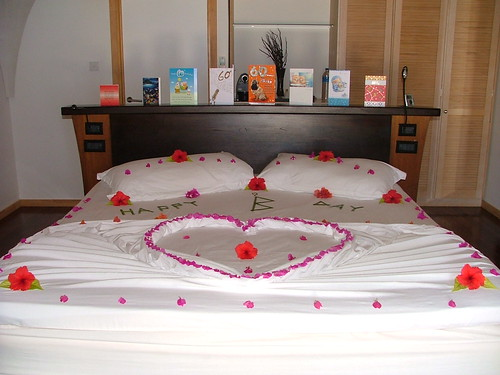 birthday flowers cards bed heart hibiscus maldives kuredu