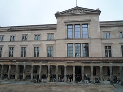 Many people (SebastianBerlin) Tags: berlin museum germany erffnung 1855 mitte 2009 sonntag schlange museumsinsel neues altes  guessedberlin   gwbunderpuppy
