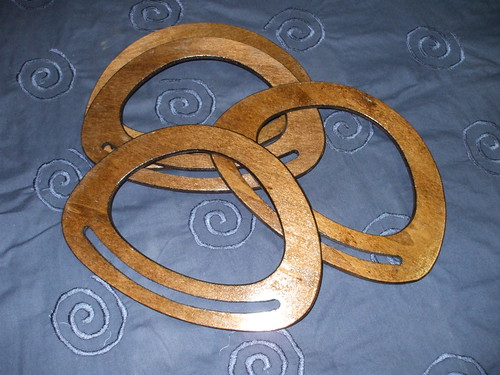 Asa para mala em madeira