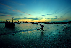 A Fisherman's Child Dreams (Sayid Budhi) Tags: sunset beach children boat vietnamese traditional bluesky vietnam sunsetbeach southcoast fishingboat silhoutte gettyimages phanthiet muine beautifulsky childrenportrait munnie binhthuan traditionalfishingboat anaknelayan phanthietbeach goldstaraward fishermanschild fishermanworld southcoastofvietnam